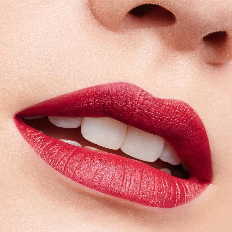 Dolce Gabbana Passionlips Lippenstift Douglas The italian beauty stuns in a closeup shot wearing scarlet red lips as well as smokey grey eyeshadow. passionlips