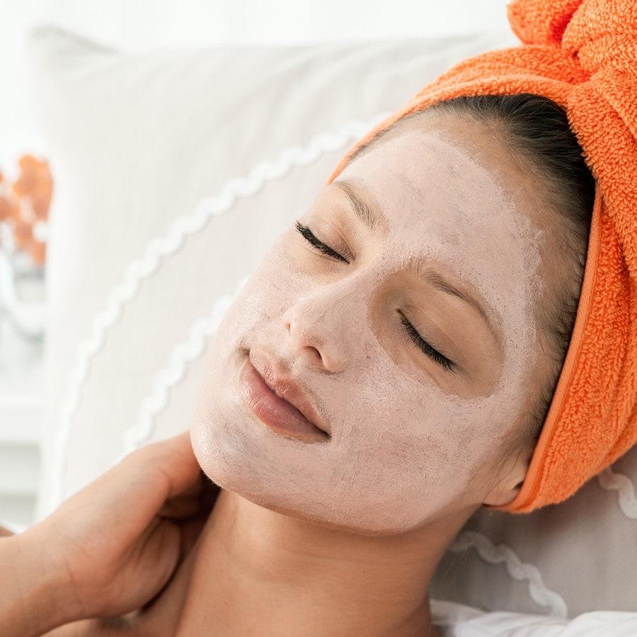 Die Masken für die Person mit honig-