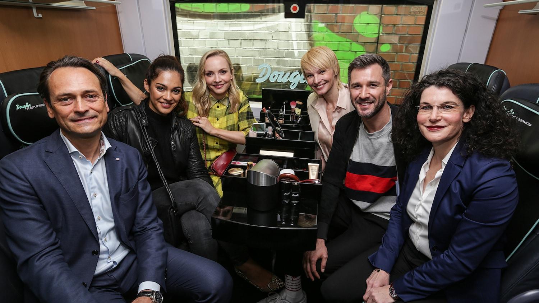 Michael Peterson, Nilam Farooq, Janin Ullmann, Susann Atwell, Jochen Schropp, Tina Müller im Douglas Beauty ICE