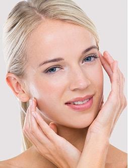 Hoe ontstaat een glanzende, vette huid?